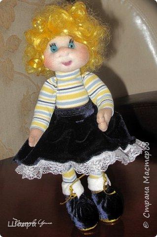 Кукла 30 см. Самостоятельно стоит, сидит, ручки и ножки подвижны на проволоке. Голова, руки из капрона, тело и ножки из ткани.  фото 1