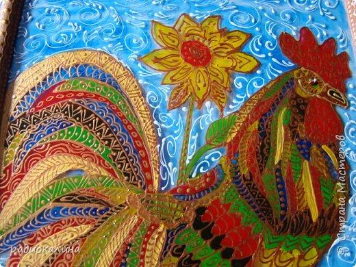 Очень веселый петушок получился дождливыми летними днями, когда мечталось о теплом солнышке и ярких красках лета. Чтобы в доме было повеселее и нарисовала такого Петю: весь он разноцветный да в узорах. фото 3