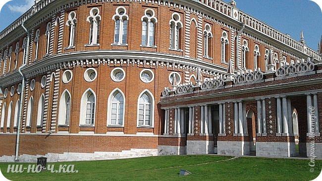 В Царицыно я начала свою экскурсию с оранжерей, их 3 корпуса... Это вид около первого корпуса на улице... фото 77