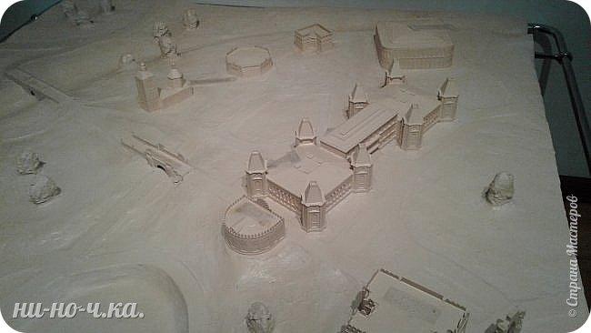 В Царицыно я начала свою экскурсию с оранжерей, их 3 корпуса... Это вид около первого корпуса на улице... фото 102