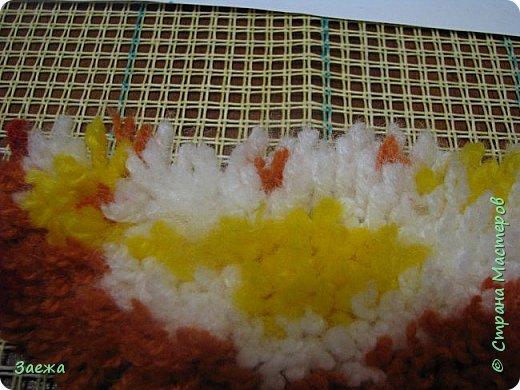 Коврик сделан из ниток для вязания, с помощью крючка для ковровой вышивки. фото 12