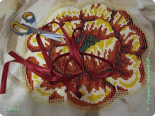 Коврик сделан из ниток для вязания, с помощью крючка для ковровой вышивки. фото 19