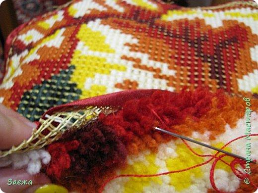 Коврик сделан из ниток для вязания, с помощью крючка для ковровой вышивки. фото 20