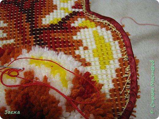 Коврик сделан из ниток для вязания, с помощью крючка для ковровой вышивки. фото 21