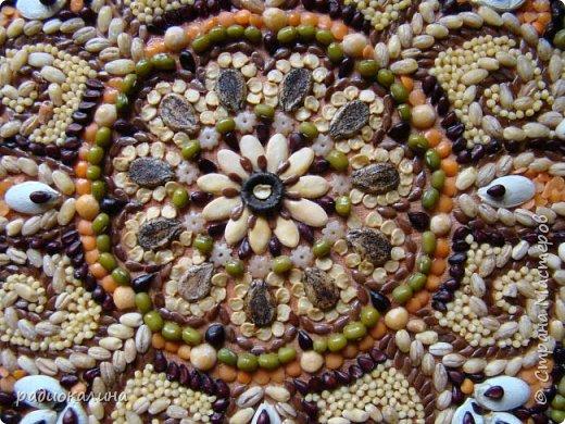 """Доброго дня, мои дорогие друзья и соседи! В своей любимой технике флористической мозаики или аппликации (кому как нравится) я сделала несколько вещей и хочу показать их вам. Это панно """"Дары лета"""" - композиция из теплых солнечных семян. Лето - пора цветов и тепла, солнца и радости. Использованы семена перловка, чечевица , пшено, айва японская и другие. фото 3"""