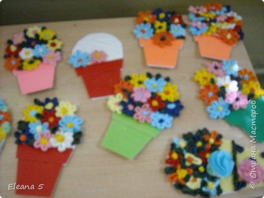 Мастерим из салфеток цветочные букетики. Очень стараемся, чтобы работа получилась аккуратная. фото 10