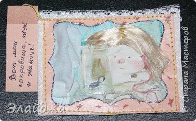 """Привет всем! Сегодня я с АТС серией, которая родилась спонтанно увидев работы мастерицы ИРИСКА 2012 , ее серию """"Счастье"""" (http://stranamasterov.ru/node/1109851). Я вспомнила, что у меня тоже есть 3 такие открыточки с картинками художницы Евгении Гапчинской , их в коробках конфет находят, есть такая серия.... Раньше их крутила-вертела и все не могла понять что с ними делать...видать всему свое время. Ириша спасибо за творческий толчек. фото 12"""