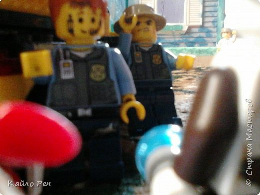 Здравствуй СМ! Сегодня последняя часть собирается выйти. В: Ха! Сегодня мне повезло: полиция не работает нормально. Саша, а вы знаете они ночевали в штабе, позвонил великому журналисту Юле. Сп: Юль?.. Да... Чего чего! Да ну!.. Ага, давай.  фото 5