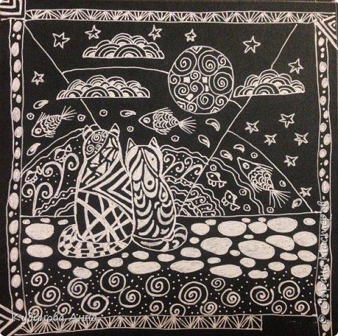 Захотелось попробовать белую гелевую ручку в деле. :))) И пришла вот такая кошачья тема с морем.  Рисунок выполнен в стиле зинтагл.