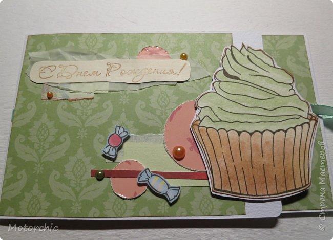 """У каждого есть свои предпочтения в сладостях. Я, например, очень люблю фисташковое мороженое. И пусть там не всегда есть что-то от фисташек, мне очень нравится его вкус и цвет. В этой открытке цвет крема на кексе мне напомнил о фисташковом мороженом, и дальше весь декор открытки """"плясал"""" уже от темы фисташек. фото 6"""