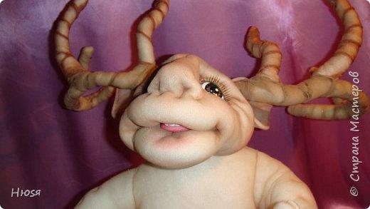 """Кукла пошита в  технике """" скульптурный текстиль"""". Материал: капрон, синтепон . Размер: 43 см + РОГА= 50 см. Обнимается и целуется, позитивный и обаятельный!!! фото 12"""