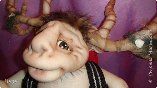 """Кукла пошита в  технике """" скульптурный текстиль"""". Материал: капрон, синтепон . Размер: 43 см + РОГА= 50 см. Обнимается и целуется, позитивный и обаятельный!!! фото 2"""