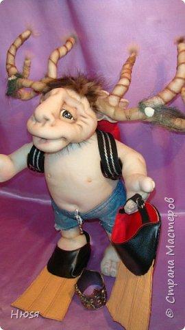 """Кукла пошита в  технике """" скульптурный текстиль"""". Материал: капрон, синтепон . Размер: 43 см + РОГА= 50 см. Обнимается и целуется, позитивный и обаятельный!!! фото 4"""