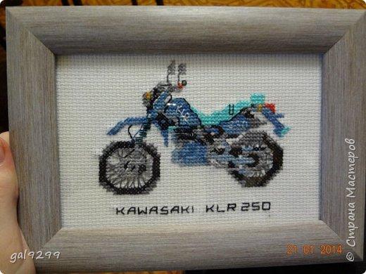 На протяжении года вышивала такие мотоциклы (схема из какого-то старого журнала). Это Харлей Девидсон Электро Глайд: фото 2