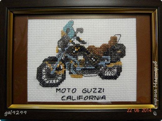 На протяжении года вышивала такие мотоциклы (схема из какого-то старого журнала). Это Харлей Девидсон Электро Глайд: фото 3