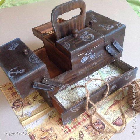 Всем здравствуйте Вот такой деревянный короб,для хранения Ваших ценностей,или приятных сердцу мелочей о путешествиях у меня получился.Приятный на ощупь,деликатно состаренный .Заготовка дерево,все материалы на водной основе,экологически чистые. Размер 25/10/12  фото 3