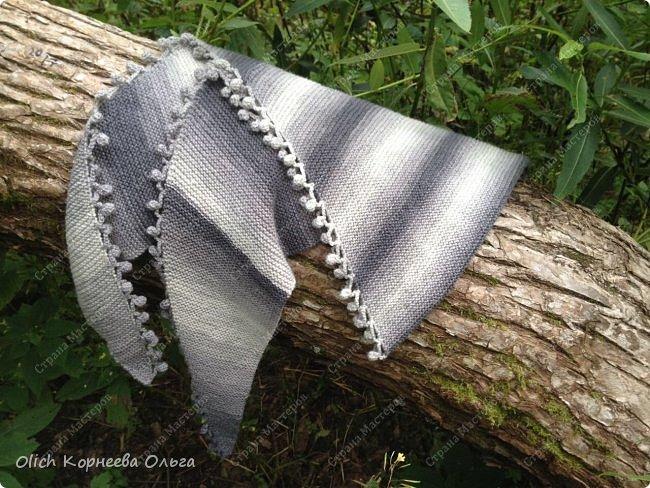 К осени связала несколько удобных и теплых шарфов-бактусов. фото 8