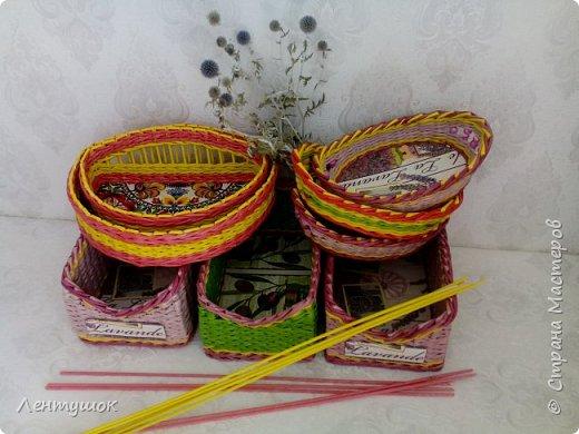 Здравствуйте, дорогие гости! Сегодня я хочу показать вам свои последние плетушки, предназначенные для служения на кухне. Это хлебницы-печенюшницы-конфетницы, наборы для специй. Итак, приятного просмотра! фото 1