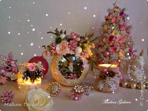 Добрый вечер всем мастерам ! Хочу поделиться с вами своими прошлогодними работами на Новый год! Все в любимом розовом цвете))) Тут есть и елочки, и магнитики, и домик, и веночек , и  елочные декоративные шары, и подсвечники, в общем все выложила в одном блоге. фото 10