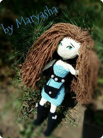 Связалась не так давно длинноногая куколка ростиком 24 см. Это первая моя такая мелкая работа. И далась мне не просто фото 1
