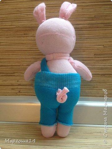 Привет  ВСЕМ!!! Продолжаю придумывать и шить из носков игрушки. Это крыска с сумочкой,в которой лежит кусочек сыра.  фото 5
