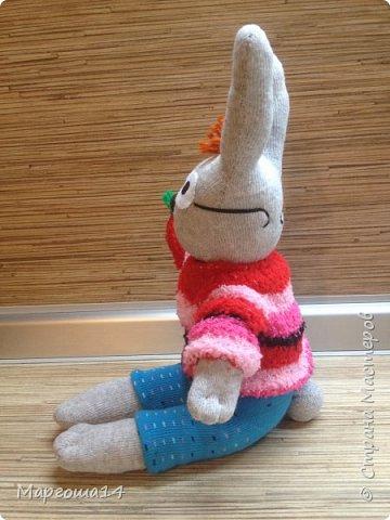 Привет  ВСЕМ!!! Продолжаю придумывать и шить из носков игрушки. Это крыска с сумочкой,в которой лежит кусочек сыра.  фото 7