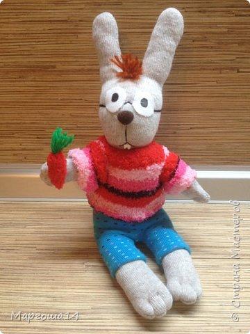 Привет  ВСЕМ!!! Продолжаю придумывать и шить из носков игрушки. Это крыска с сумочкой,в которой лежит кусочек сыра.  фото 6