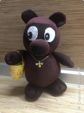 Привет  ВСЕМ!!! Продолжаю придумывать и шить из носков игрушки. Это крыска с сумочкой,в которой лежит кусочек сыра.  фото 8