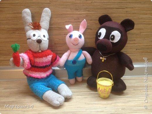 Привет  ВСЕМ!!! Продолжаю придумывать и шить из носков игрушки. Это крыска с сумочкой,в которой лежит кусочек сыра.  фото 10