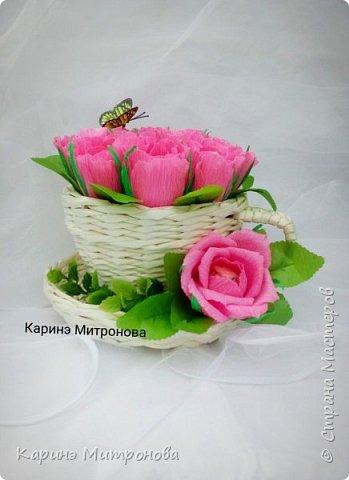 Кружечка с цветами из конфет.Кружка также ручной работы (из бумажных трубочек),только другого мастера. фото 1