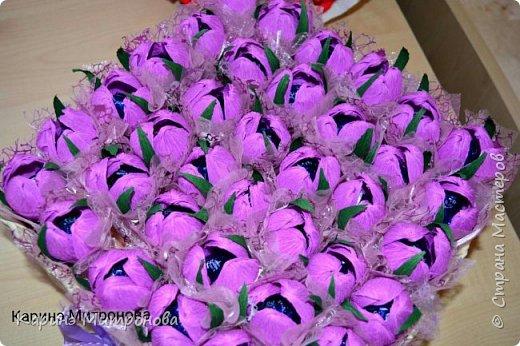 Корзинка с 37 крокусами из конфет в корзинке) фото 2