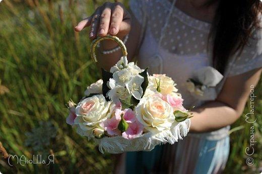 Свадебный букет создавала впервые, получился в стиле шебби-шик,очень старалась не переборщить с тонировкой.Букет на фоне самого создателя))) фото 11