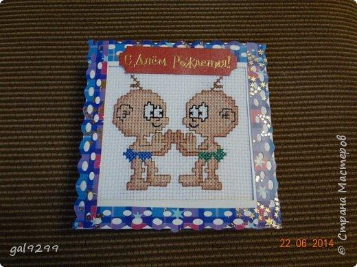 Такую открытку-коробочку для денег сделала своим знакомым близнецам. фото 1