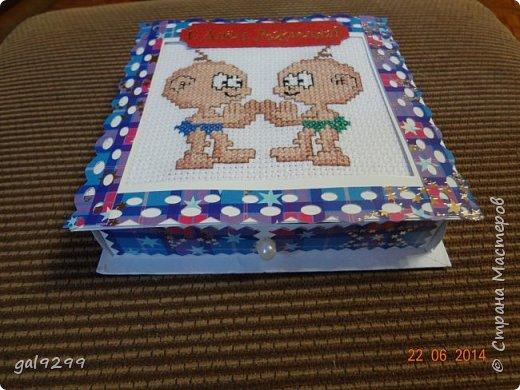Такую открытку-коробочку для денег сделала своим знакомым близнецам. фото 2