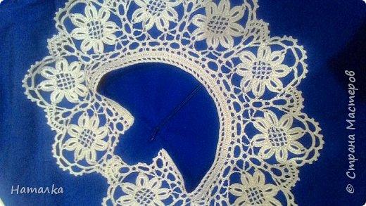 Воротничок к платью связан крючком из отдельных мотивов шелковым ирисом.(заказ)