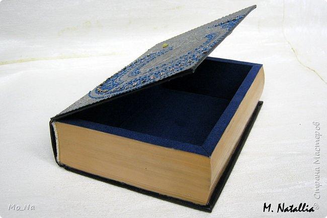 Всем привет!!! Есть у меня один очень оригинальний заказчик... Как-то раз заказал в подарок АКУЛУ своему другу-писателю http://stranamasterov.ru/node/1085223, который коллекционирует этих милых рыбок... А увидев мою шкатулку-книгу http://stranamasterov.ru/node/1102372, загорелся желанием подарить тому же писателю такую шкатулочку. Пришлось мне слегка напрячься. чтобы соединить писателя и его хобби в одной работе... Что из этого получилось вам судить... фото 3