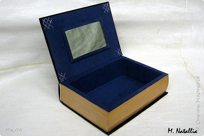 Всем привет!!! Есть у меня один очень оригинальний заказчик... Как-то раз заказал в подарок АКУЛУ своему другу-писателю http://stranamasterov.ru/node/1085223, который коллекционирует этих милых рыбок... А увидев мою шкатулку-книгу http://stranamasterov.ru/node/1102372, загорелся желанием подарить тому же писателю такую шкатулочку. Пришлось мне слегка напрячься. чтобы соединить писателя и его хобби в одной работе... Что из этого получилось вам судить... фото 4