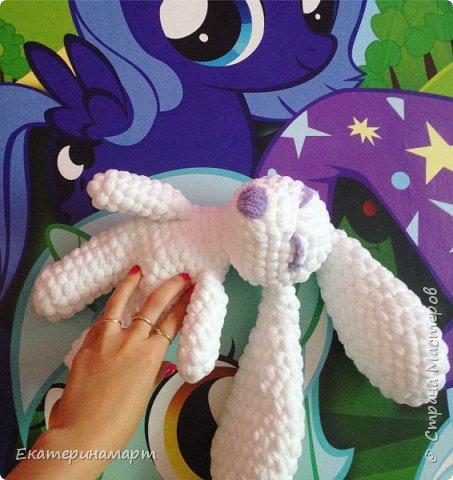 Это зайчик сплюшка, по той же схеме, что и остальные зайчики, но связан в 2 нити, дырочек нет =) и еще, что очень важно! - нет глазок, которые можно отгрызть малышам! фото 4