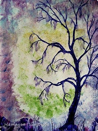 С началом осени Страна Мастеров и мастериц! Принимайте мои деревья. Создалась уже серия, буду с удовольствием показывать, что получается. Трехцветный фон картины выполнен на моей самодельной утюге-платформе. Нанесла воск, а потом маленьким малярным валиком прокатала его. Пришлось использовать три валика (для каждого цвета). Дерево нарисовала каутерием с  разными насадками. Размер картины А3. фото 3