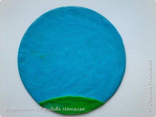 Работа выполнена на компьютерном диске восковым пластилином, покрыта лаком для волос. фото 2