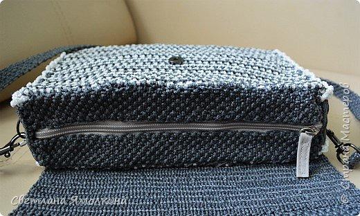 Здравствуйте, дорогие жители СМ! Сегодня показываю сумочку макраме, сплетена из пряжи Macrame YarnArt, размер в сантиметрах 28х20х7, ремешок - плетение 90 см. Плетение очень плотное, форму держит прекрасно. Настолько плотное, что не смогла ее вывернуть и пришлось помучится, чтобы пришить все остальные элементы:) фото 7