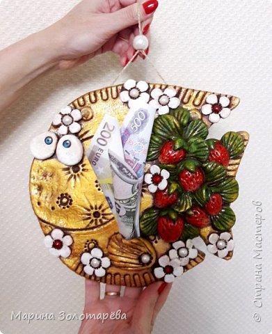 Приветствую вас, друзья! ))) Ну приступим, без лишних слов)  Рыбка денежно-клубничная-оберег на благосостояние. Идею позаимствовала у моего любимого наставника по тестопластике-Элисы Максимовой)  фото 1