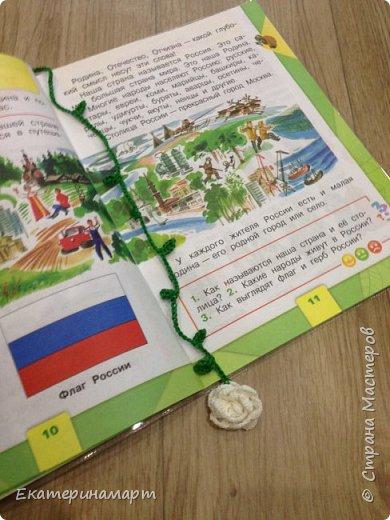 Когда дочь пошла в 1 класс =))) вот такие веселенькие у меня получились закладочки =) сильно мудрить не стала =)  фото 6