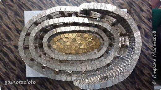 Вашему вниманию дорогие мастера представляется моя работа Колизей. Он из монет номиналом 5 и 10 копеек. Весит мой малыш 25 кг 800 грамм. Длина 42 см, ширина 29 см. Высота конструкции 25 см. Количество монет к сожалению посчитать не могу, но ушло почти четыре мешка по 5 копеек, а это значит около 4.000 монет. фото 3