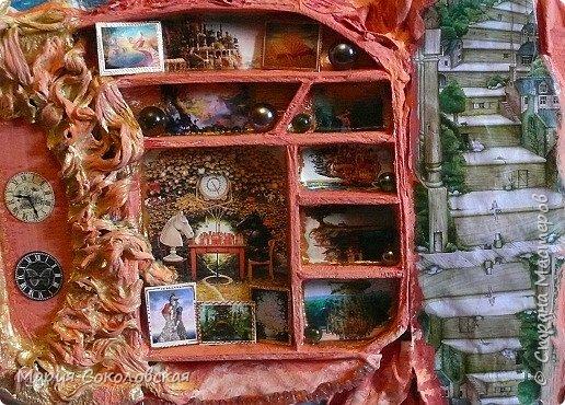 """Здравствуйте дорогие жители Страны Мастеров! Сегодня приглашаю Вас в очередное путешествие по волшебному миру, на этот раз волшебных городов! Панно """"Рыба-город"""" (размер 75х75 см) выполнено в смешанной технике, опять в дуэте с прекрасной поэтессой Konstarina. Эту работу я сделала для себя, основной замысел - мой любимый Сюрреализм, парадоксальное сочетание форм, здесь представлены работы знаменитых художников и иллюстраторов, таких как Рене Магритт, Яцек Йерка, Геннадий Приведенцев, Томас Щетовски, Алекс Фишгойт... Приятного путешествия! фото 13"""