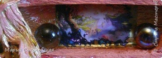 """Здравствуйте дорогие жители Страны Мастеров! Сегодня приглашаю Вас в очередное путешествие по волшебному миру, на этот раз волшебных городов! Панно """"Рыба-город"""" (размер 75х75 см) выполнено в смешанной технике, опять в дуэте с прекрасной поэтессой Konstarina. Эту работу я сделала для себя, основной замысел - мой любимый Сюрреализм, парадоксальное сочетание форм, здесь представлены работы знаменитых художников и иллюстраторов, таких как Рене Магритт, Яцек Йерка, Геннадий Приведенцев, Томас Щетовски, Алекс Фишгойт... Приятного путешествия! фото 21"""