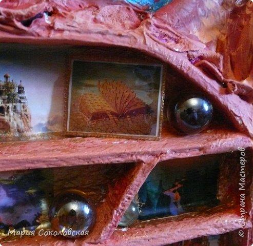 """Здравствуйте дорогие жители Страны Мастеров! Сегодня приглашаю Вас в очередное путешествие по волшебному миру, на этот раз волшебных городов! Панно """"Рыба-город"""" (размер 75х75 см) выполнено в смешанной технике, опять в дуэте с прекрасной поэтессой Konstarina. Эту работу я сделала для себя, основной замысел - мой любимый Сюрреализм, парадоксальное сочетание форм, здесь представлены работы знаменитых художников и иллюстраторов, таких как Рене Магритт, Яцек Йерка, Геннадий Приведенцев, Томас Щетовски, Алекс Фишгойт... Приятного путешествия! фото 24"""