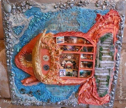 """Здравствуйте дорогие жители Страны Мастеров! Сегодня приглашаю Вас в очередное путешествие по волшебному миру, на этот раз волшебных городов! Панно """"Рыба-город"""" (размер 75х75 см) выполнено в смешанной технике, опять в дуэте с прекрасной поэтессой Konstarina. Эту работу я сделала для себя, основной замысел - мой любимый Сюрреализм, парадоксальное сочетание форм, здесь представлены работы знаменитых художников и иллюстраторов, таких как Рене Магритт, Яцек Йерка, Геннадий Приведенцев, Томас Щетовски, Алекс Фишгойт... Приятного путешествия! фото 1"""