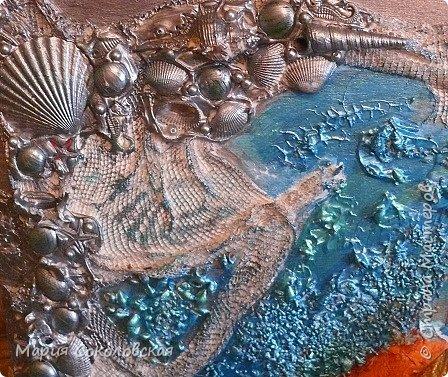 """Здравствуйте дорогие жители Страны Мастеров! Сегодня приглашаю Вас в очередное путешествие по волшебному миру, на этот раз волшебных городов! Панно """"Рыба-город"""" (размер 75х75 см) выполнено в смешанной технике, опять в дуэте с прекрасной поэтессой Konstarina. Эту работу я сделала для себя, основной замысел - мой любимый Сюрреализм, парадоксальное сочетание форм, здесь представлены работы знаменитых художников и иллюстраторов, таких как Рене Магритт, Яцек Йерка, Геннадий Приведенцев, Томас Щетовски, Алекс Фишгойт... Приятного путешествия! фото 2"""