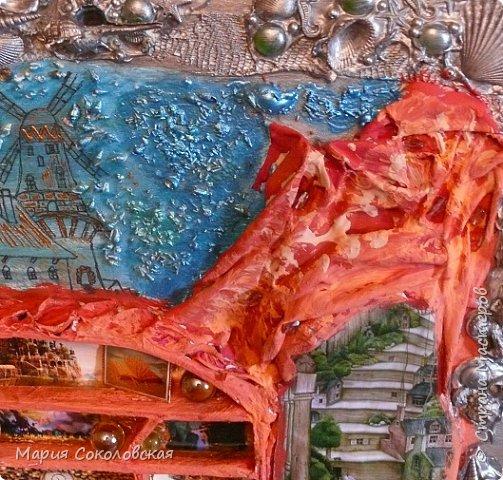 """Здравствуйте дорогие жители Страны Мастеров! Сегодня приглашаю Вас в очередное путешествие по волшебному миру, на этот раз волшебных городов! Панно """"Рыба-город"""" (размер 75х75 см) выполнено в смешанной технике, опять в дуэте с прекрасной поэтессой Konstarina. Эту работу я сделала для себя, основной замысел - мой любимый Сюрреализм, парадоксальное сочетание форм, здесь представлены работы знаменитых художников и иллюстраторов, таких как Рене Магритт, Яцек Йерка, Геннадий Приведенцев, Томас Щетовски, Алекс Фишгойт... Приятного путешествия! фото 4"""